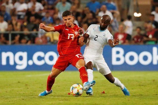 Vitesse versterkt zich met rechtsback Eli Dasa
