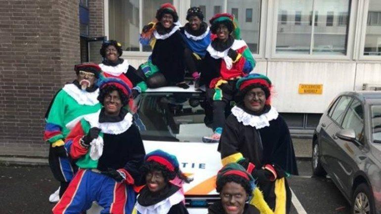 Politie Arnhem verwijdert Zwarte Pietenfoto